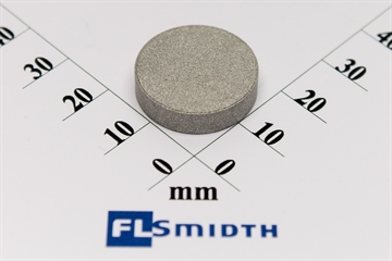 Sample inlet filter disc